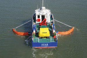 морской нефтесборщик